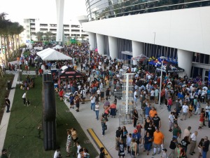 Fans pack into Marlins Park