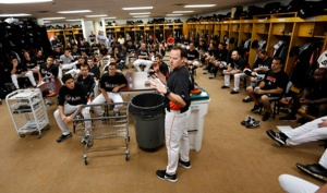 Mike Redmond addresses club. (Denis Bancroft/Miami Marlins)
